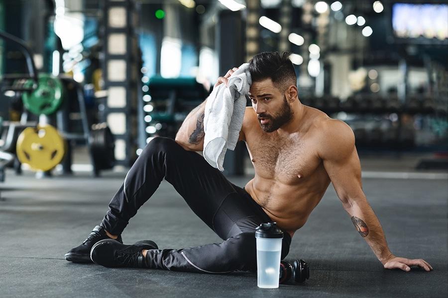 Entrainement de musculation à la salle de sport